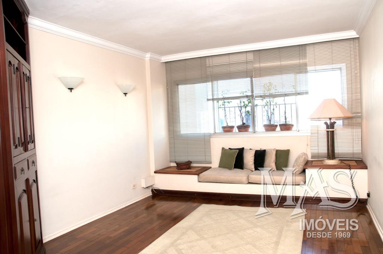 Apartamento na Av. Braz Leme